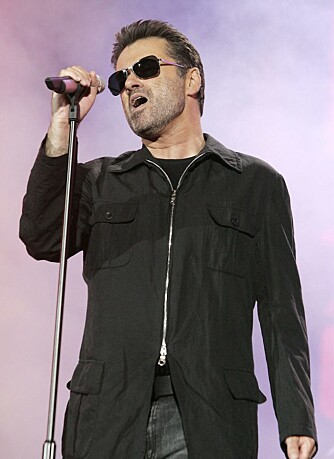 George Michael synger