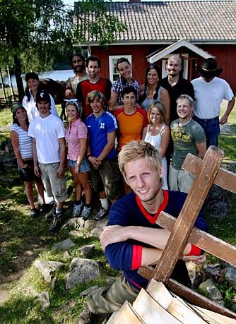 Programleder Gaute Grøtta Grav og Farmen-deltagerne