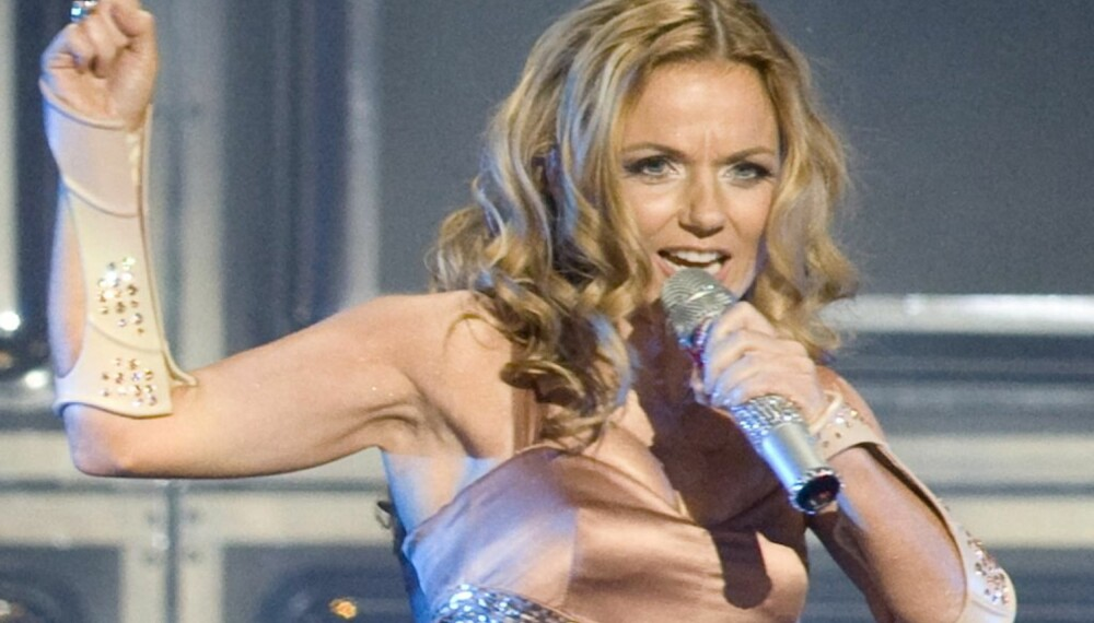 Geri Halliwell under en Spice Girls-konsert