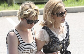 Michelle Williams og Kate Ledger i Heath Ledgers begravelse