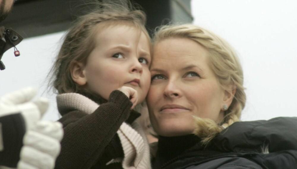 Kongefamilien i Holmenkollen: Ingrid Alexandra og Mette-Marit