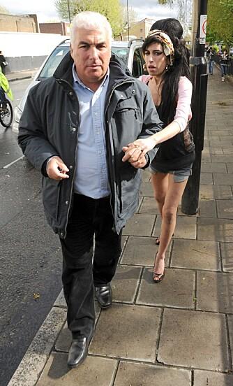 FRYKTER FOR DATTEREN: Mitch Winehouse frykter for datteren Amys liv etter at hun fikk diagnosen lungeemfysem.