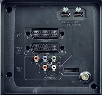 JVC LT-42DA8 har to HDMI-innganger og to SCART-kontakter, men PC-inngangen mangler.