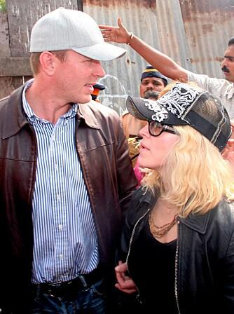 BEHOLDER FASADEN: Madonna og Guy Ritchie viser seg sammen innimellom for å unnslippe rykter om brudd