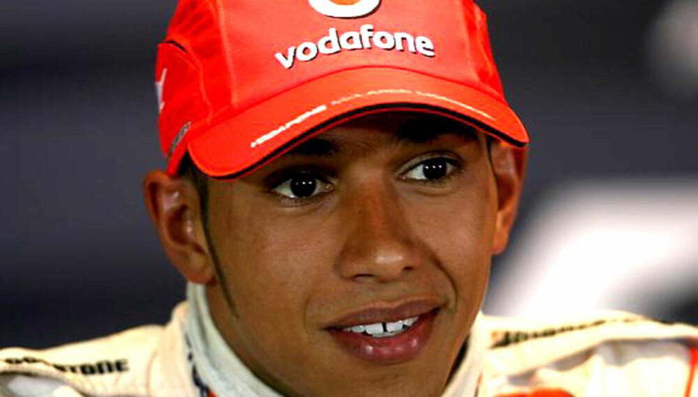 Lewis Hamilton selger kjerra si på nettet.  Foto: Sutton