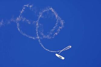 Acro paragliding er en ny ekstremsport. Mange av triksene er funnet opp ved tilfeldigheter og ekstrem gutsing. Foto: Håkon Bonafede