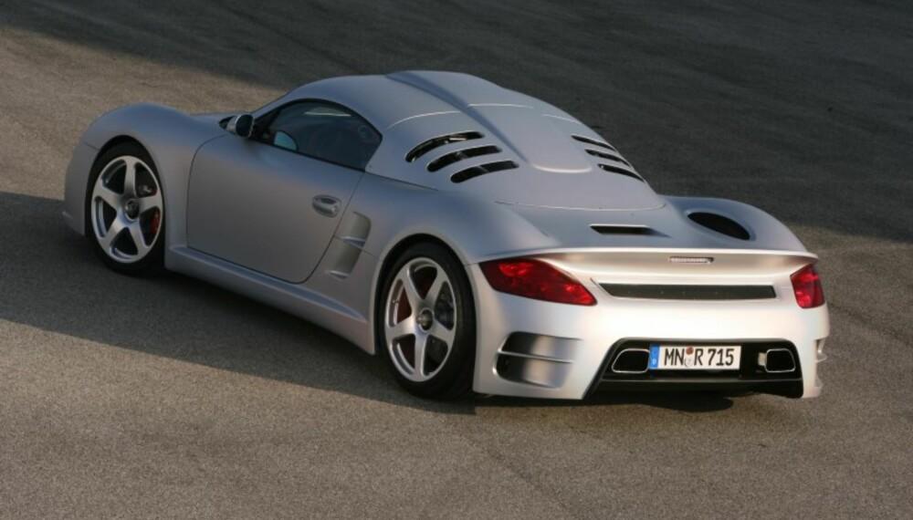 Det er ikke spesielt mye Cayman igjen her. Karosseriet er snekret i en karbon-kevlar-sammensetning og aluminium, og er laget for å ha optimale aerodynamiske egenskaper.