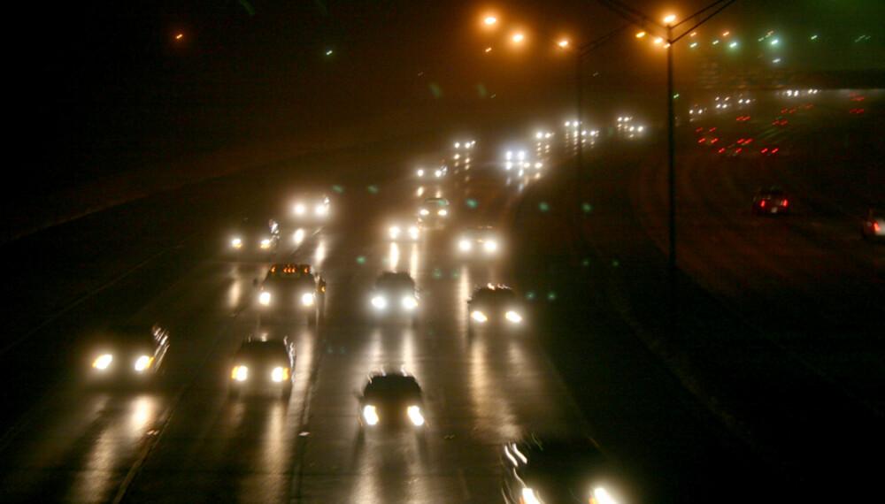 De med eldre biler og høyt utslipp vil måtte betale høyest årsavgift. De med nye biler vil få redusert årsavgift.