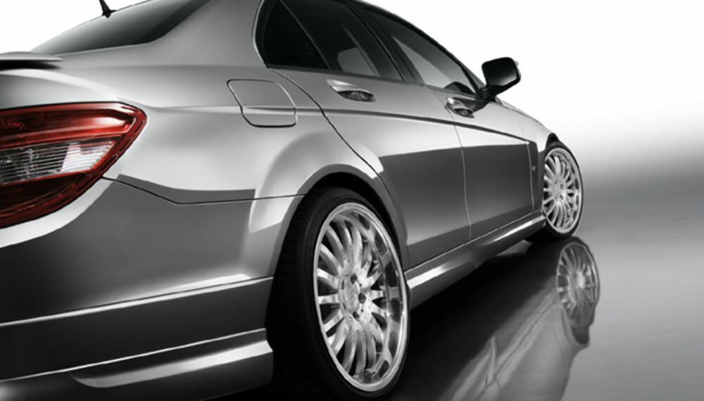 De nye sideskjørtene gir bilen et tøffere utseende, legger den nærmere bakken, og skal bidra positivt til luftstrømmenes ferd.