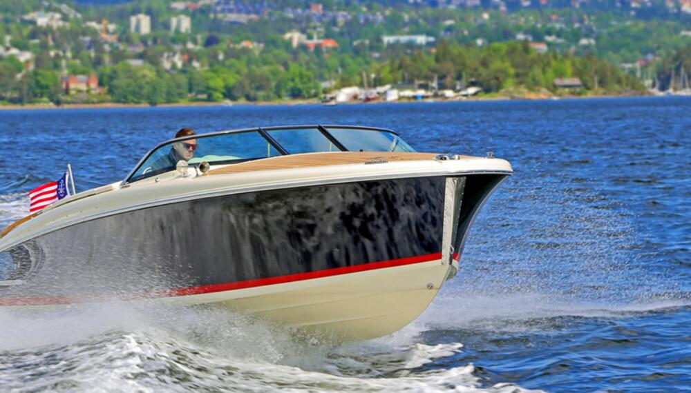 TRADISJON: Chris-Craft sin Capri 25 har en design som fører linjene over hundre år tilbake (FOTO: Terje Bjørnsen).