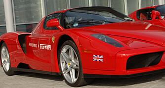 Mens vi bare kan drømme om å eie en Ferrari, krasjer rikfolk dem i fleng.