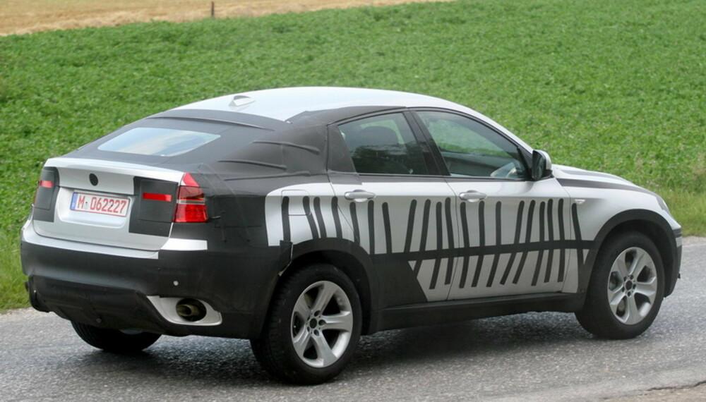 X6 får en sterk coupéprofil  med dårlig plass bak som resultat. Foto: Automedia