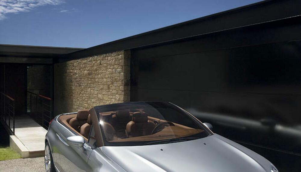 """C5-Airspace: Fronten er umiskjennelig Citroën. Den store """"haikjeften"""" under grillen er antagelig et hermetegn fra slektningen Peugeot 607."""