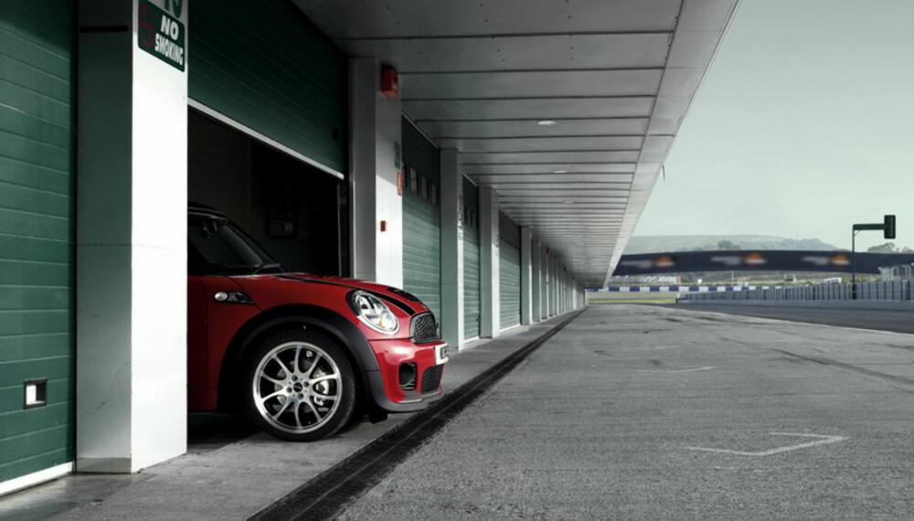 Bilen er inspirert av racerbilene, og skal også fungere godt på bane - om du vil.