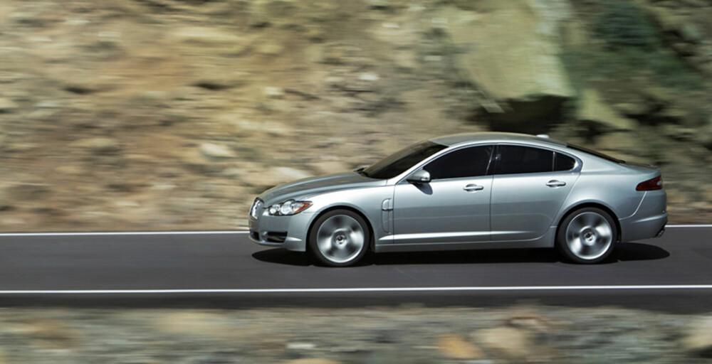 FIRMABIL? I hvert fall i England, der vant Jaguar XF klassen stor firmabil.