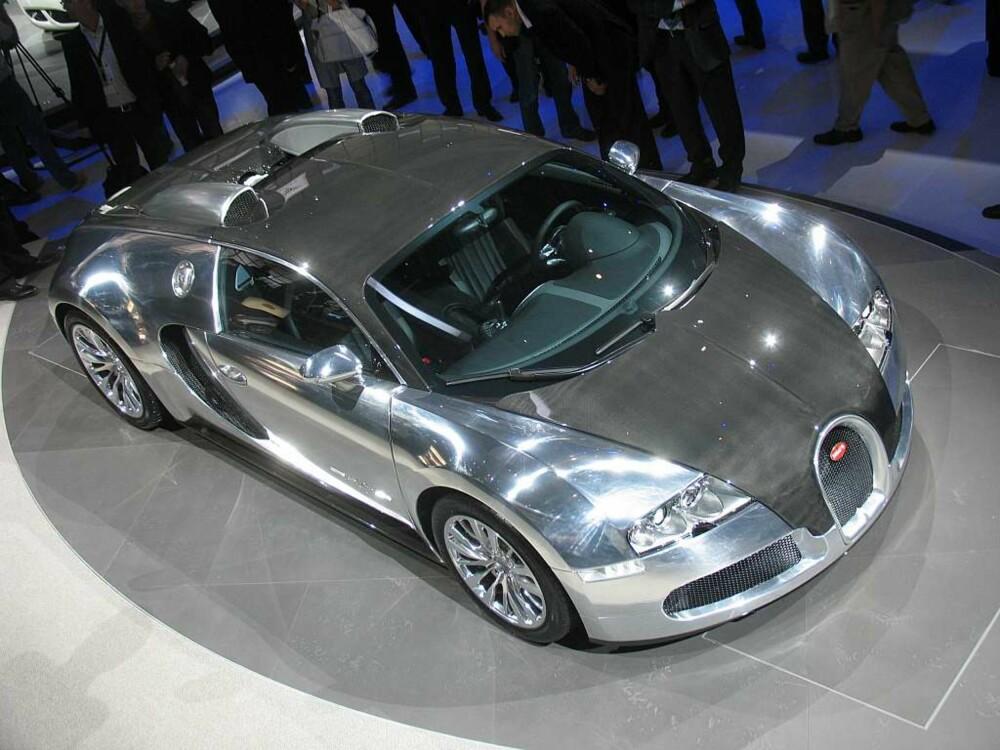 ELLER UTEN? Skal du kjøpe bil uten (metallic) lakk, bør du bevege deg opp i klassen Bugatti Veyron Pur Sang og tilsvarende. Ren aluminium, med innslag av karbon. Titanium og magnesium. Uten lakk.