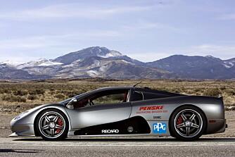 Bak setene i den karbonfiberkledde raketten finner vi en racinginspirert, kompressormatet V8 på 1183 hk.