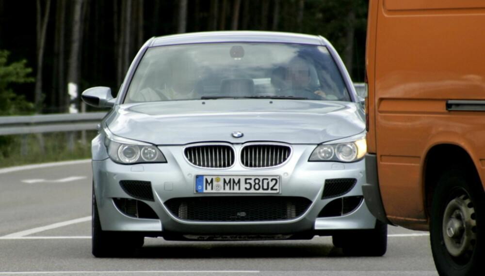Ryktene skal ha det til at V10´en trimmes til 575 hk. Flere luftinntak i fronten hinter om at motoren må ha mer kjølende luft - altså er den enda sprekere. Foto: Automedia