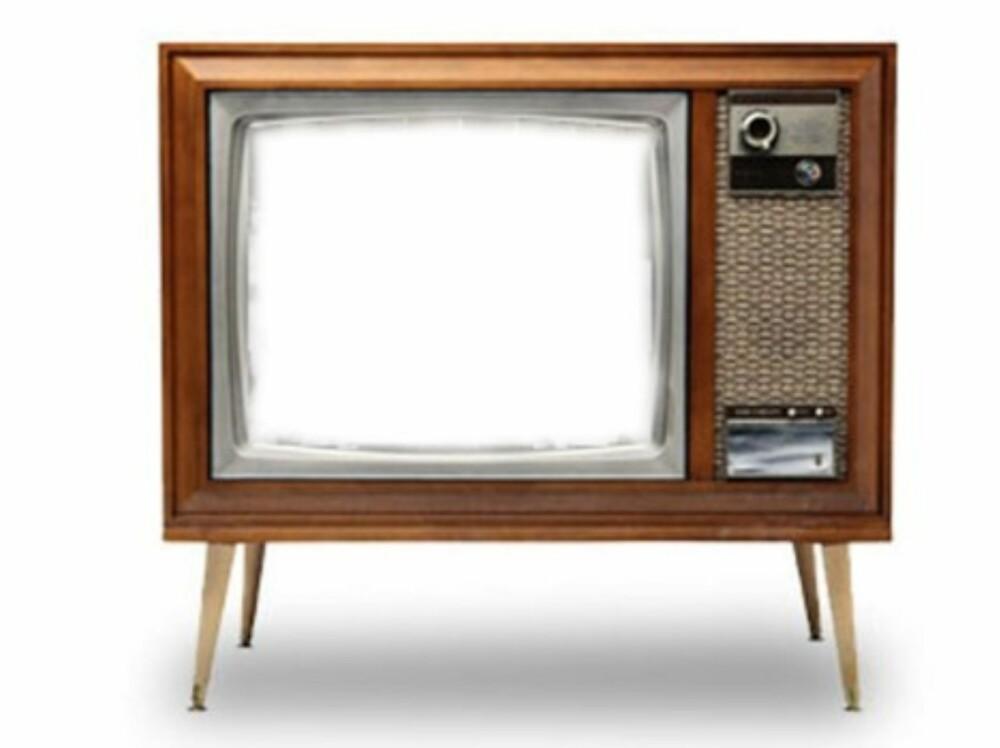 """Det er viktig at TV-bildet har tre layers. Det skal være i følgende rekkefølge: Background som er en hvit bakgrunn, """"""""bilde"""""""" som er ditt kornete bilde og """"""""tv"""""""" som det øverste layer. For å fjerne selve TV-bildet, kan du bruke polygon lasso tool, og når riktig området er valgt, sletter du innholdet."""