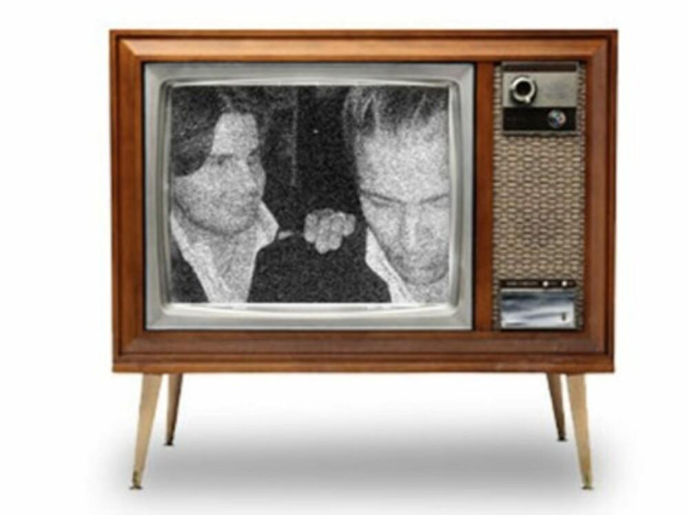 """Du vil nå se et utsnitt av det kornete bildet inni skjermen på den lille TV-en. Om du markerer layeret """"""""bilde"""""""" og bruker move tool, kan du dra i hjørnene på bildet til det passer inn i TV-skjermen. Her er det viktig å ha brukt samme format hele veien, da en gammel TV alltid hadde 4:3 oppsett."""