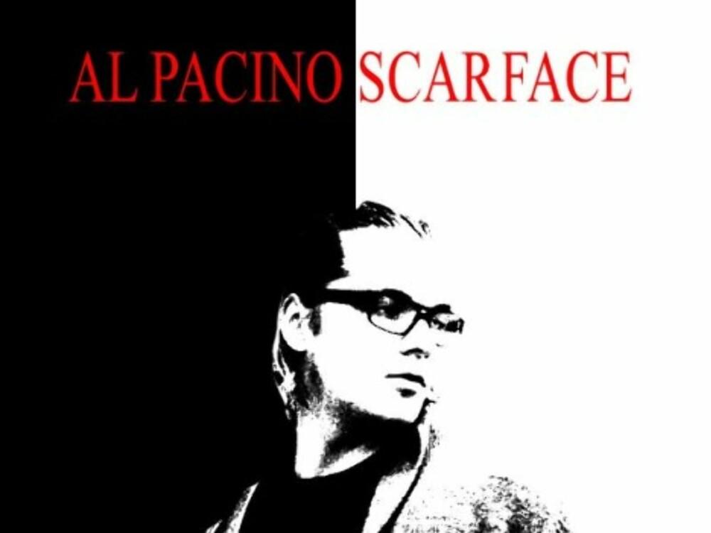 Nå skal plakatteksten legges til. Overskriften er som følger: AL PACINO SCARFACE Denne skal være i Times New Roman, rød og størrelse 100 pt.