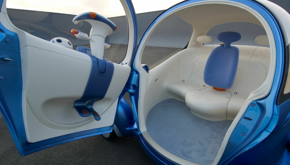 """Pivo 2 har tre seter, med føreren i midten. """"Rattet"""" er som en Playmobil-variant av et MC-styre."""