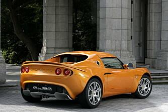 Den lille, lette bilen har ordentlig heftige fartsressurser med en kompressormatet 1,8-liter bak setene.