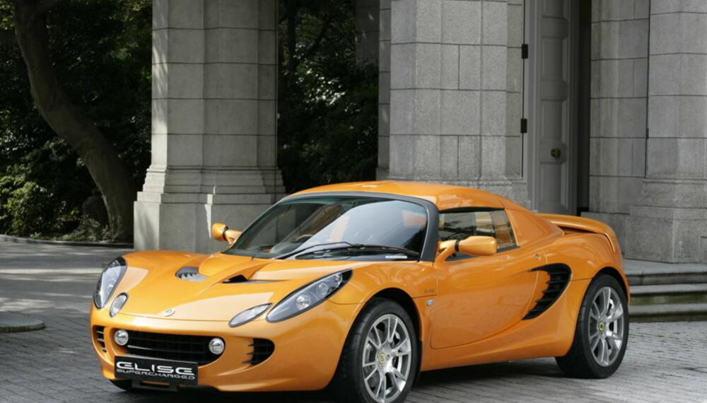 Elise er en ordentlig morsom bil. Selv med moderat motorisering gjør de herlige kjøreegenskapene hver kjøretur til en opplevelse. Med kompressormating og 220 hk blir den en åpen rakett.