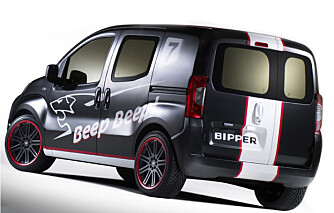 Lakken og dekoren minner om Peugeots langdistanseracerbil. Begge har dieselmotor.