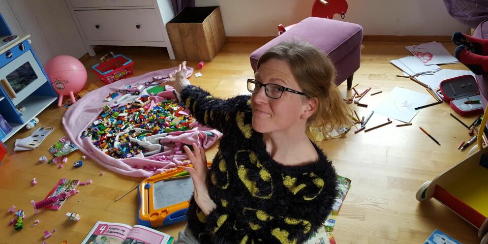 ROT I HUSET: Stine mener hun har blitt ganske flink til å la rotet flyte, og til å la hybelkaninene leve Foto: Privat.