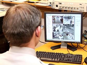 På monitoren i vaktrommet på Trekanten kjøpesenter kan Securitas-vekterne spole tilbake og avsløre tyvene.