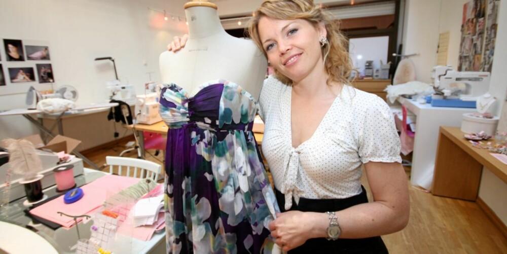 SNART BRUD: Cecilie Melli skal lage sine egne brudekjoler men sørger også for at gjestene vil være velkledde.