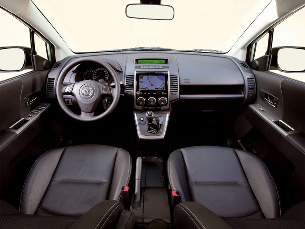 TIDSTYPISK: Førermiljøet er som en tidsreise 7-8 år tilbake i bilmoten. Her er det typiske Mazda-løsninger fra midten av 00-tallet.