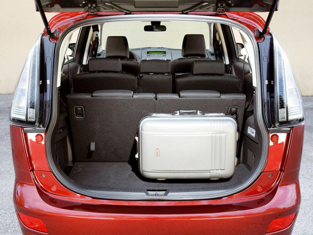 BAGASJE: Som de fleste andre syvsetere i denne klassen er bagasjeplassen snau med alle setene i bruk, og stor når du bruker bilen som femseter.