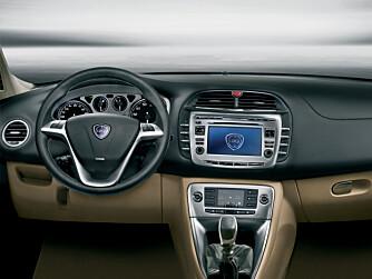 Lancia lover et komfortabelt og støysvakt førermiljø med smak av luksus. Delta blir tilgjengelig med mye utstyrt, og får en god del praktiske sider.