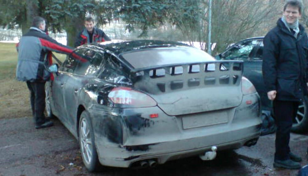 Porsche tester nå ut ulike frontpartier og forskjellige hekkvinger i Sverige. Legg merke til at bilen også har fått hengerfeste! Fire utblås bak hinter om en velvoksen motor. Foto: Bjørn Normann Olsen