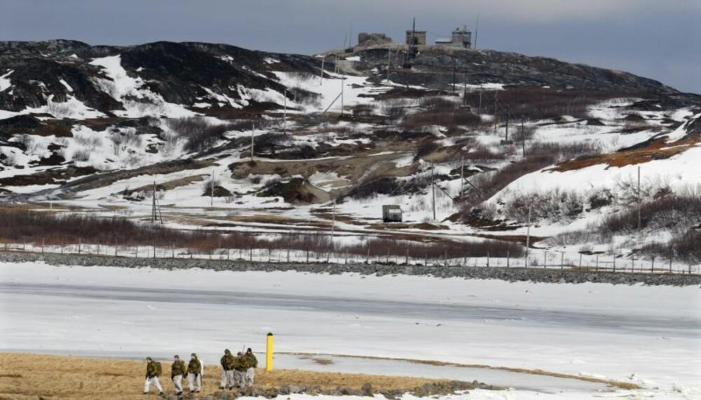 HELT PÅ GRENSEN: Det er kort avstand fra patruljen på norsk side av Grense-Jacobselv til Russland og OP Jekaterina.