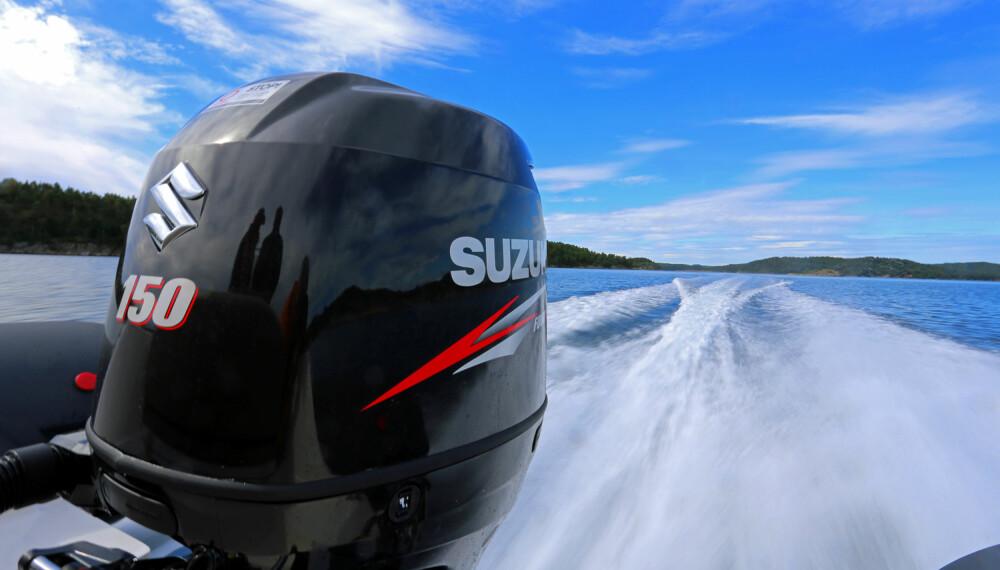 KRAFTIG: Den volumsterke 150-hesteren fra Suzuki gir båten gode fartsegenskaper (FOTO: Terje Bjørnsen).