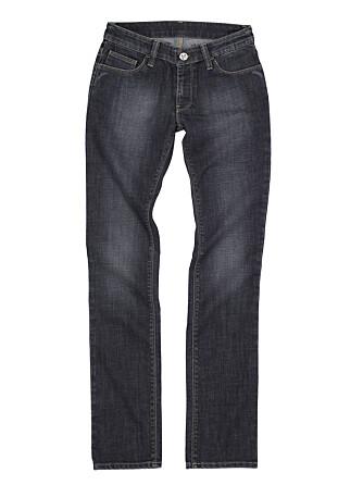 Finn en jeans som passer for deg, uavhengig av trendene. Denne er fra JC.