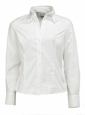 Hvit, enkel innsvingt skjorte fra La Redoute, 389 kroner.