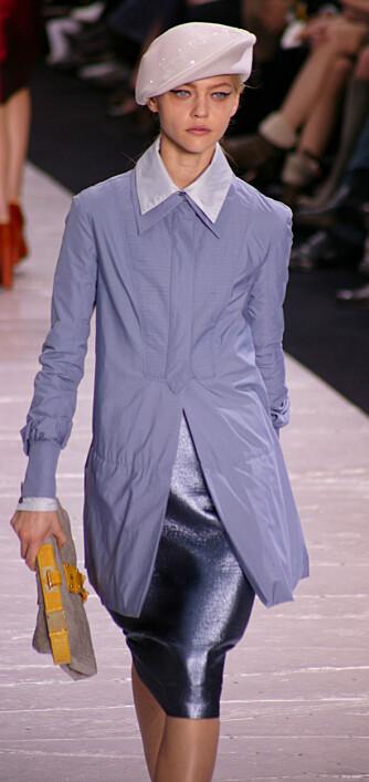Rosa og glitrende beret fra Louis Vuitton. Neppe noe for militæret, men kanskje noe for deg?
