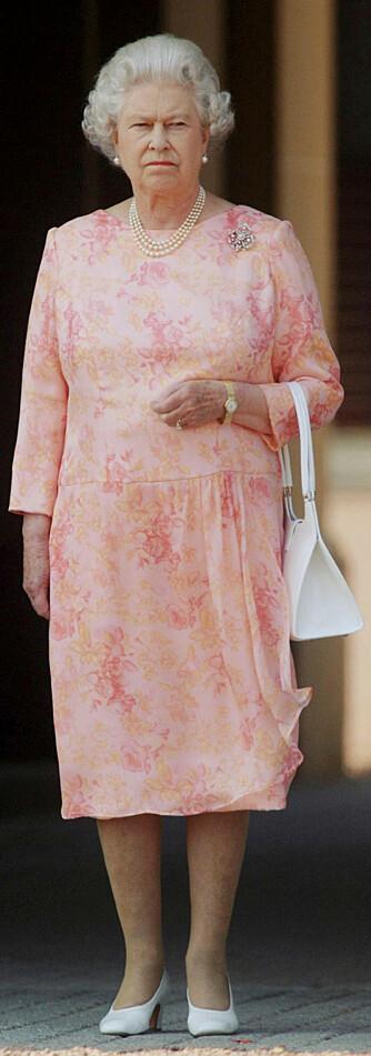 Dronning Elizabeth er kanskje ikke først og fremst kjent som stilikon, men fortjener likevel en plass på listen over verdens mest glamorøse kvinner, mener Vogue. (Foto: WireImage/All Over)