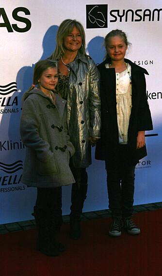 Elisabeth Andreassen og døtrene Nora og Anna
