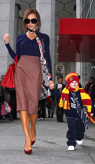 Victoria Beckham med sønnen Cruz.