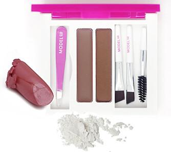 Nivea Colour passion i fargen lychee nr. 15, kr 109, ModelCo Eye brow kit, medium, kr 335 og Dior Eye shadow i fargen icy white, kr 220.