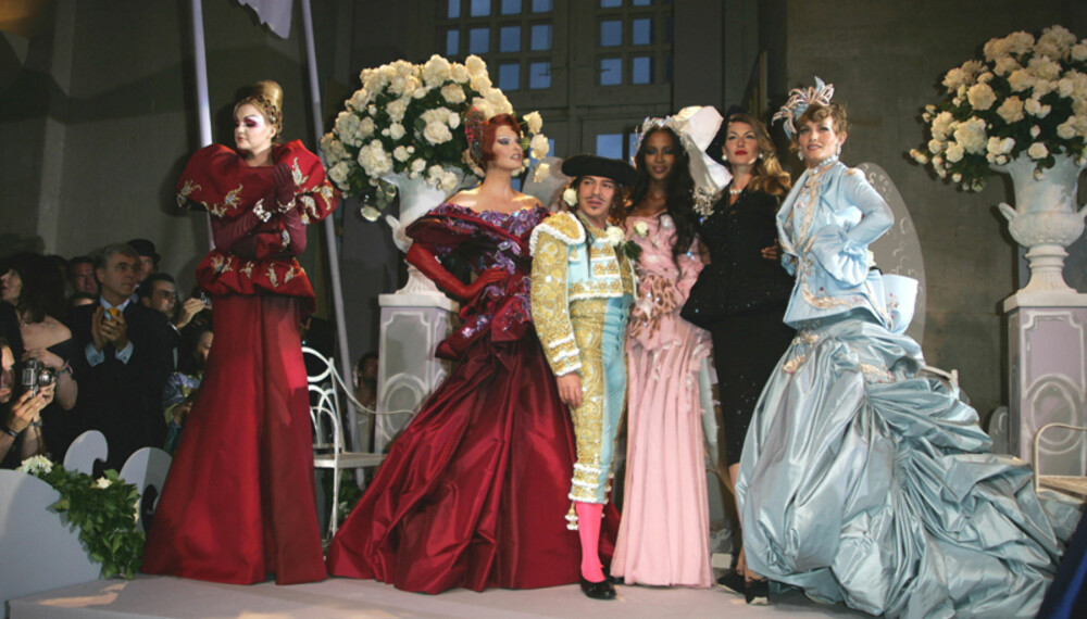 John Galliano stilte i matadordrakt på sitt tiende couture-show for Dior. (Alle foto: WireImage/All Over)