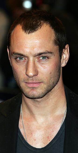 Jude Law er aktiv med filminnspilling, Shakespeare på teaterscenen og reklamekampanje for Christian Dior. (Foto: WireImage)