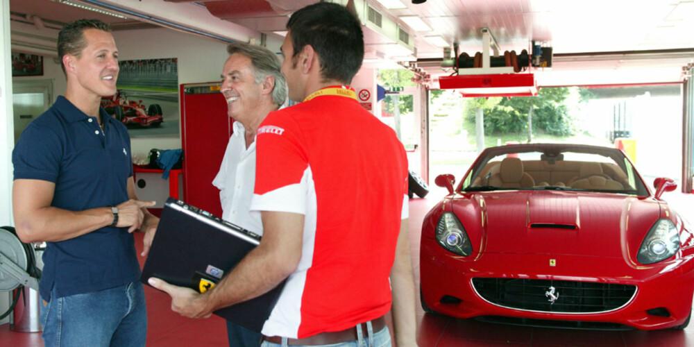 Det er ikke helt sikkert at Ferraris testførere Dario Benuzzi og Raffaele De Simone har så mye å lære av Schumacher når det gjelder å ratte en Ferrari rundt deres egen testbane¿