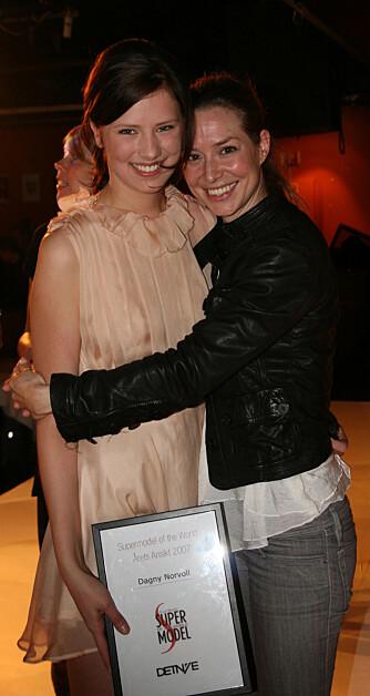 Dagny Norvoll sammen med designer Iselin Engan.