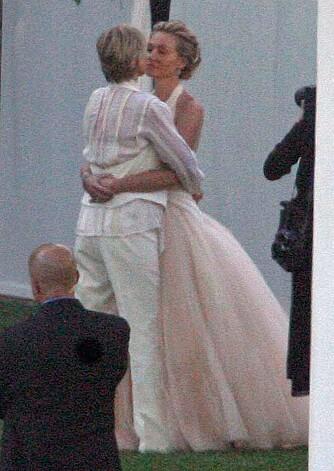 RETTE EKTEFOLK: Ellen Degeneres og Portia de Rossi ble lykkelig gift foran 19 bryllupsgjester
